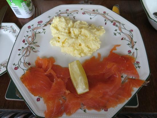 Marless House Bed & Breakfast: Breakfast on second morning: scrambled eggs and salmon
