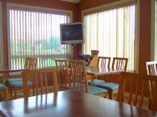 Majer's Motel: breakfast room