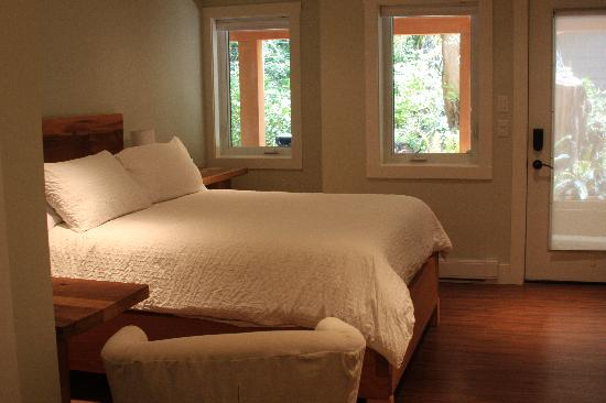Coast & Toast Bed & Breakfast: Calm and relaxing rooms with private entry.