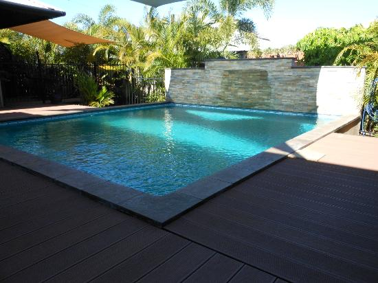 Barefoot Bungalows: The Pool!