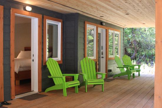 Coast & Toast Bed & Breakfast: Casual Comfort on the deck
