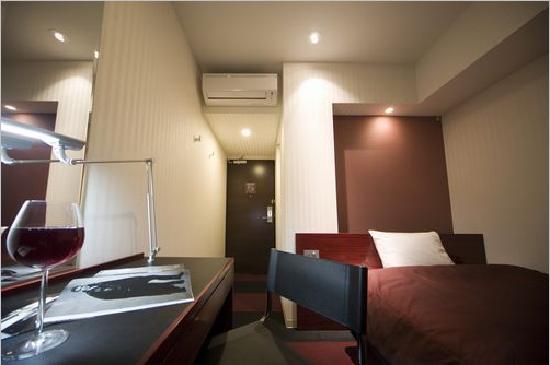 Hotel Mid In Meguro-Ekimae: お部屋シングルRED&BLACK