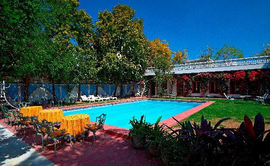 Hotel Meghniwas: Pool