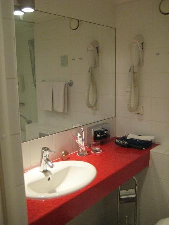 L'Ermitage Hotel: ванная