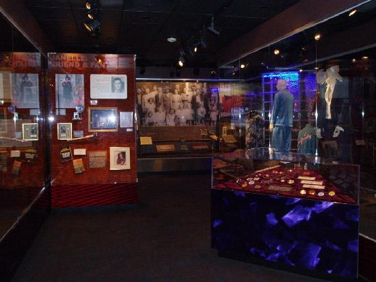 Elvis Presley Birthplace & Museum: Museum
