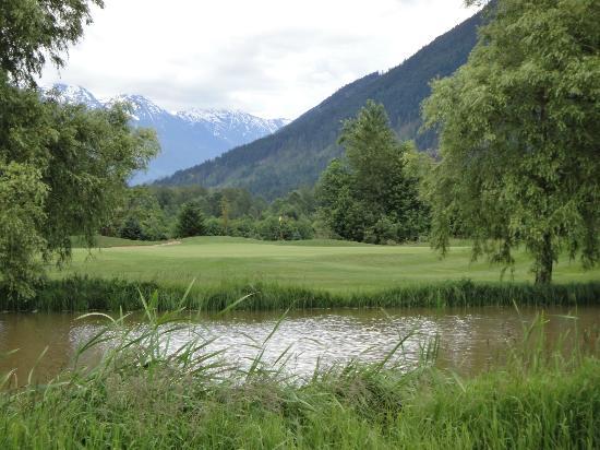 Big Sky Golf Club : Hole 17 from 16 fairway.