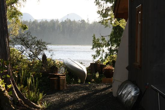 Black Bear Guesthouse: View from the side of the house