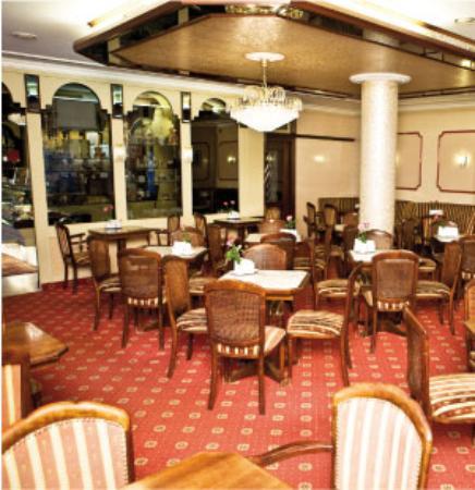 nice cafe and courtyard cafe beeg baden baden traveller reviews tripadvisor. Black Bedroom Furniture Sets. Home Design Ideas