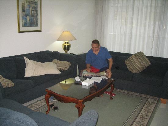 Golden Sands Hotel Apartments: Living Room
