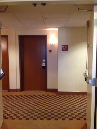 Four Points by Sheraton Sacramento International Airport: elevator area