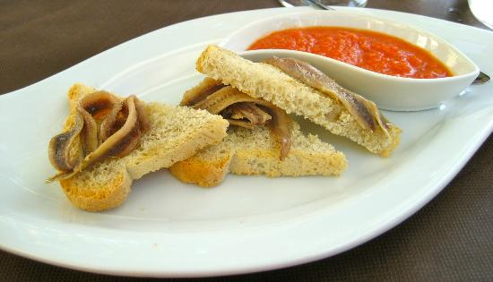 Locanda Appennino: Gazpacho with anchovy toast but real anchovies !!