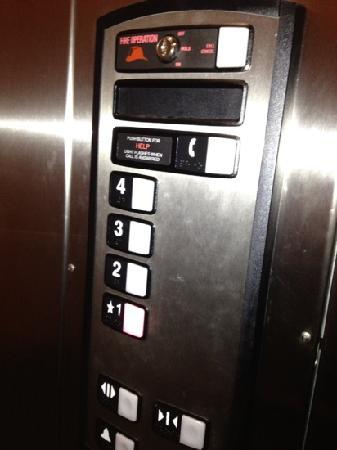 Four Points by Sheraton Sacramento International Airport: elevator