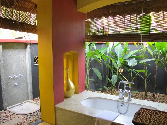 Vivanta by Taj - Kumarakom: Bathroom in Deluxe Allure Villa
