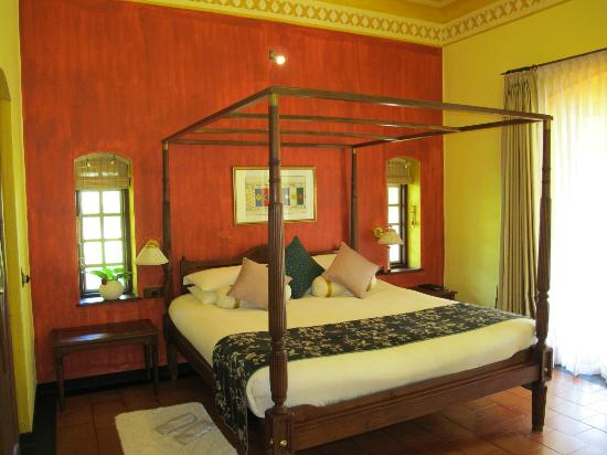 Vivanta by Taj - Kumarakom: Bed in Deluxe Allure Villa