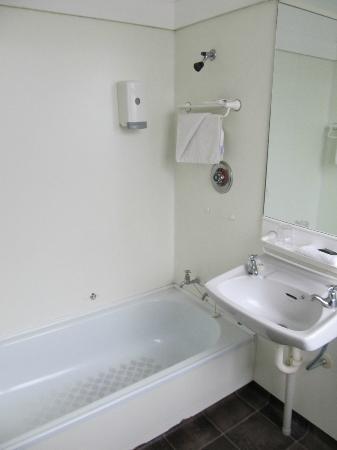 The Cobb Hotel: Decent shower pressure
