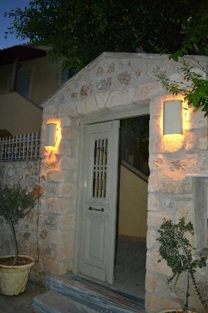Thimaras Traditional Residences : outside