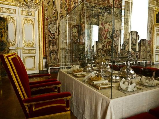 royal dining chamber picture of palace of versailles. Black Bedroom Furniture Sets. Home Design Ideas