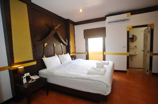 Apsara Residence : Deluxe Double Room with Balcony
