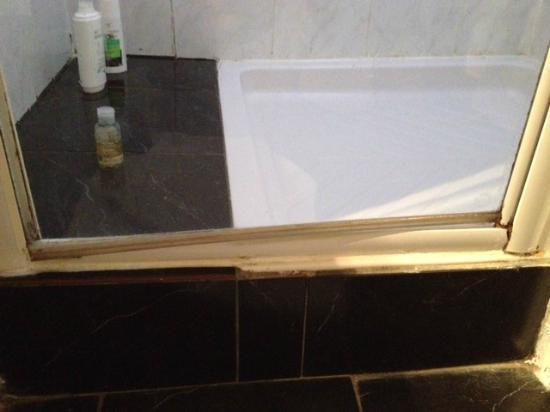 La Tablee Medievale: salle de bains chambre 9