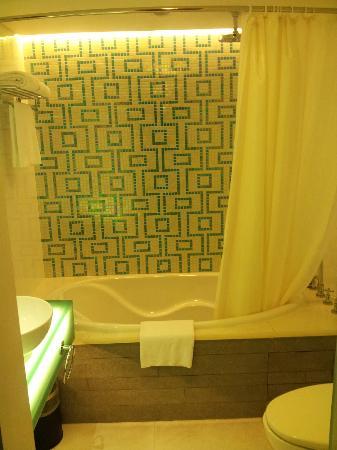 Dorsett Shanghai: Bathroom