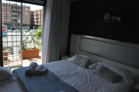 Heart Of Rome: Bedroom with balcony