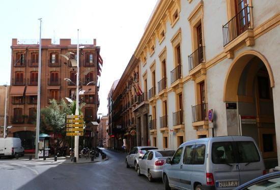 Hotel Arco de San Juan: Hotel Front