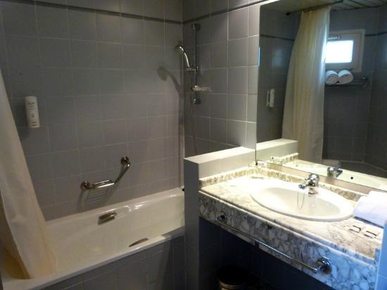 Hotel Arco de San Juan: Bathroom