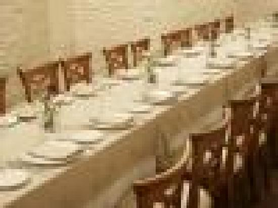 Nueva Victoria: Mesa imperial de banquetes