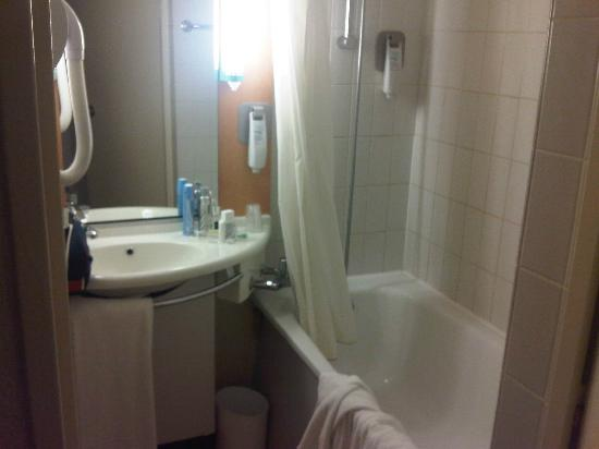 Ibis Versailles Parly 2: not a powerful show and tight squeeze...