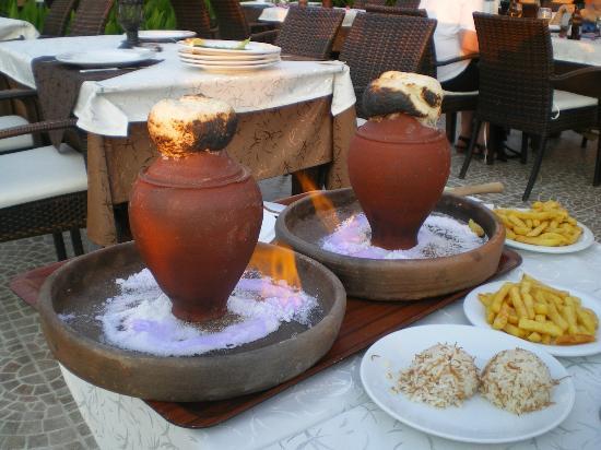 Alremu Bar & Restaurant : Meat or Chicken Traditional Turkish Clay Pot Meals