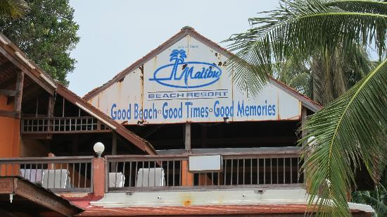 Malibu Beach Resort: rusty signboard