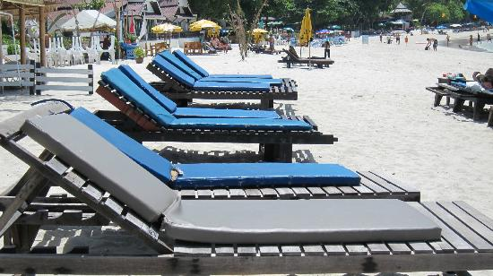 Malibu Koh Samui Resort & Beach Club: old sunbeds