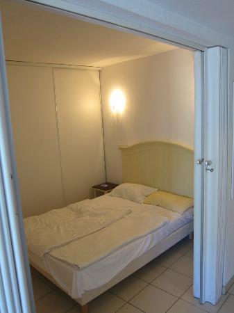 Zenitude Hôtel-Résidences La Tour de Mare : Schlafbereich