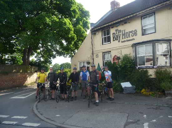 The Bay Horse Inn: 7 Happy cyclists on the Way of the Roses