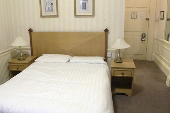 The Lansdown Grove Hotel: The bed