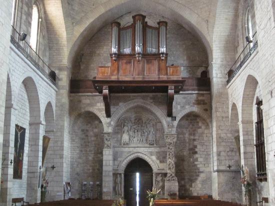 Abbaye Sainte-Marie de Souillac: Serene interior