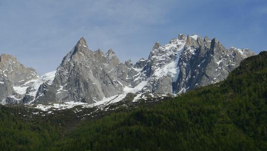 Hotel Le Chamonix: view from the room of the mountains
