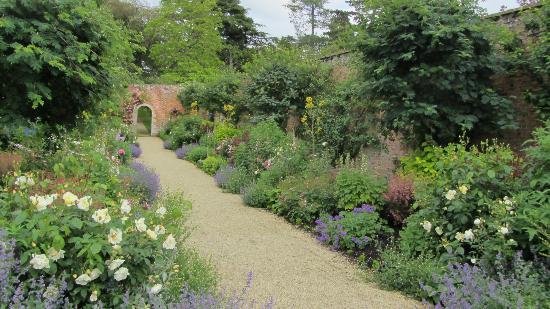 Buscot House : Buscot Gardens