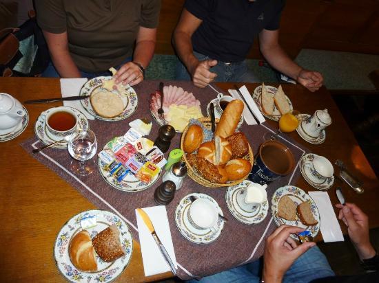 Neusitz, Almanya: Frühstück