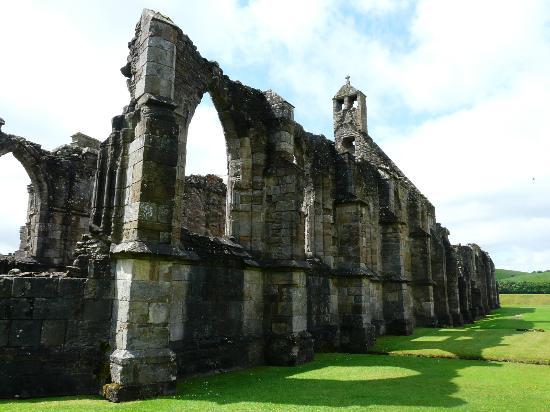 Crossraguel Abbey: Three cornered altar