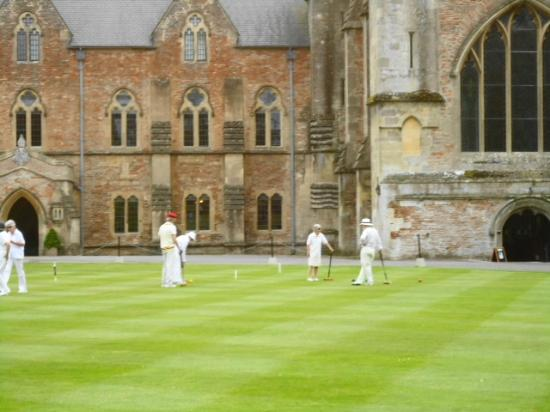 BEST WESTERN PLUS Swan Hotel: Croquet on the Green at the Bishops Palace