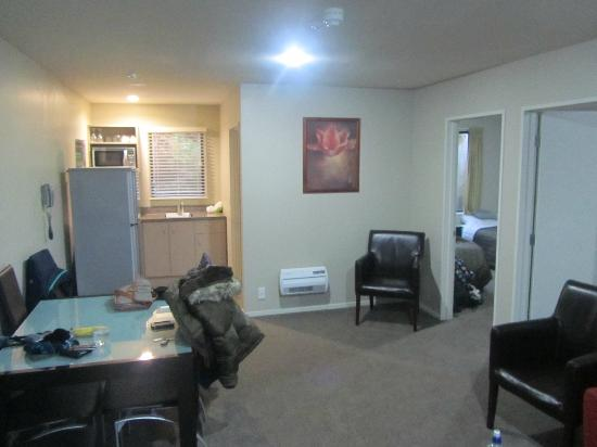 58 On Cron Motel: Living room/ dining area/ Kitchen