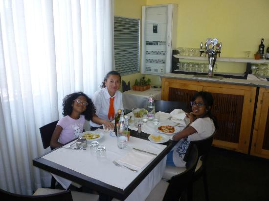 Hotel Corallo : Patrone et deux de ses Filles