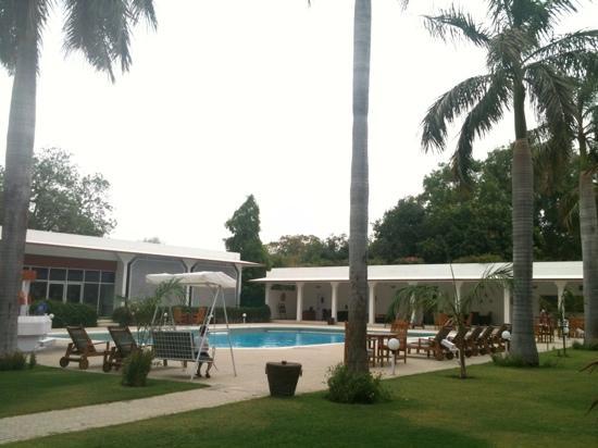 Hotel Chandela: Enjoy swimming!