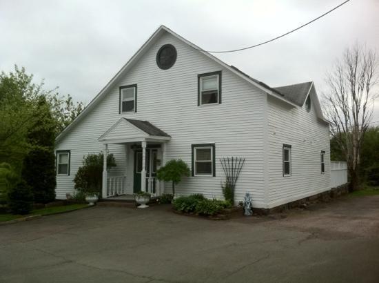 Marshlands Inn: coach house