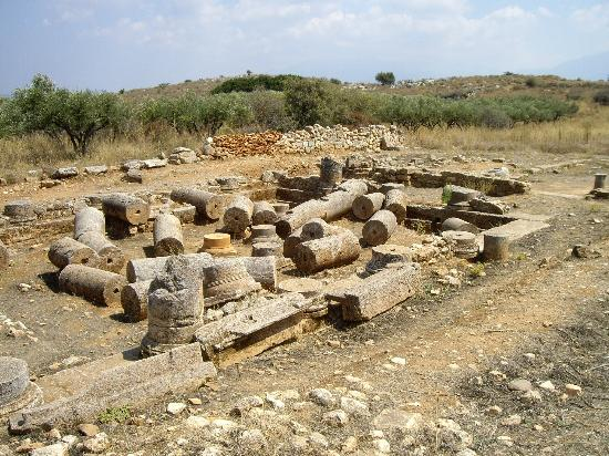 Ancient Aptera: The 'peristyle courtyard' (I'd say it's a temple)