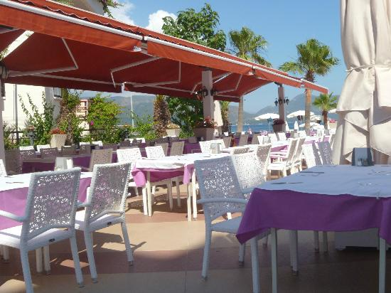 Emre Beach : Outside dinning area