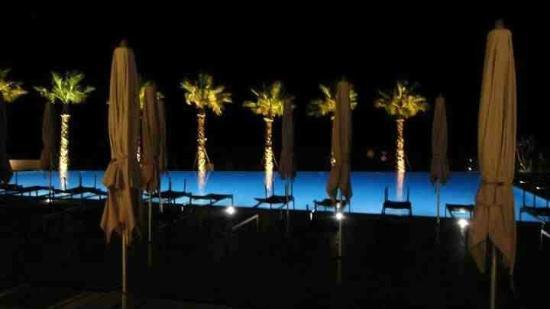 TUI Sensimar Tesoroblu Hotel & Spa: Beautiful pool by night