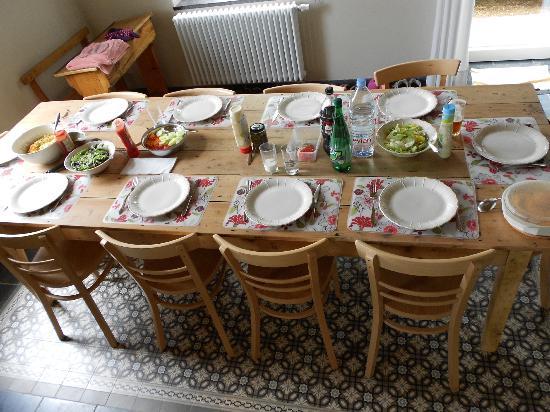 Kapelhuis: Prachtige, ruime tafel