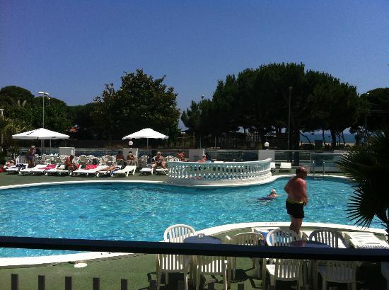Reymar Playa: Pool area. Terrace with shadow.